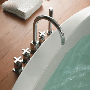 Modern Rotatable Five Holes Three Handles Bathtub Faucet