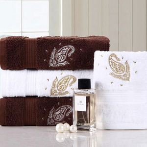 Thick Embroidery 31.5*63 Inch Wicking Bath Towel One Piece
